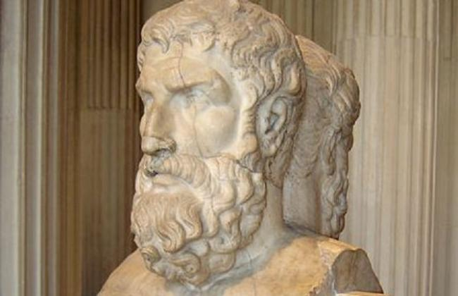 Epicuro/https://commons.wikimedia.org/wiki/File:Epicurus_Louvre.jpg