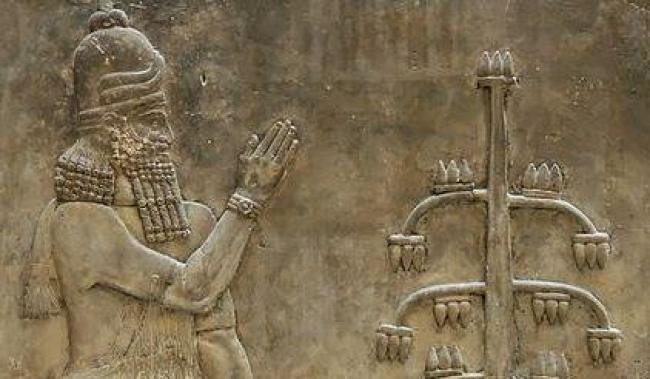 genio/https://commons.wikimedia.org/wiki/File:Genie_poppy_Dur_Sharrukin_Louvre_AO19869.jpg