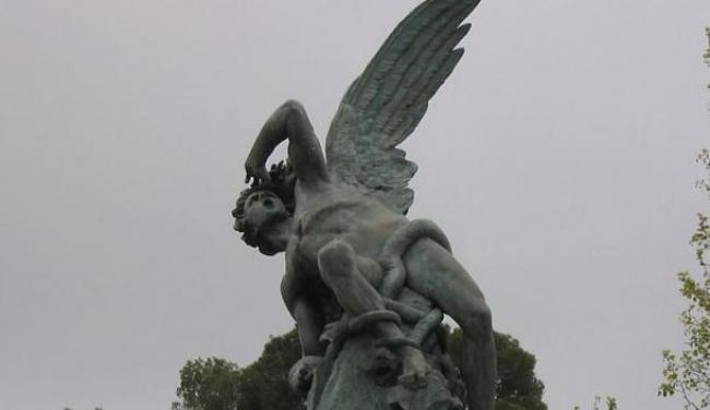 Angel caido/https://commons.wikimedia.org/wiki/File:Detalle_del_%C3%81ngel_caido.jpg
