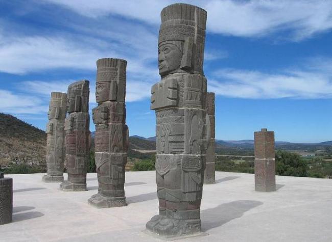 Tōllān-Xīcocotitlan/https://commons.wikimedia.org/wiki/File:Telamones_Tula.jpg