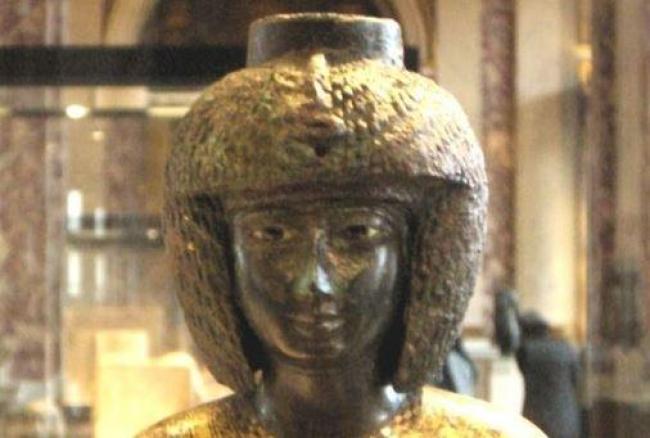 sacerdotisa/https://commons.wikimedia.org/wiki/File:Louvre_032008_16.jpg