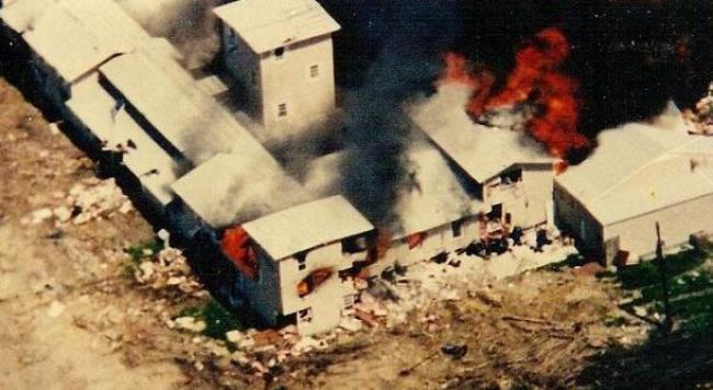 fuego/https://pt.wikipedia.org/wiki/Ficheiro:Mountcarmelfire04-19-93-n.jpg
