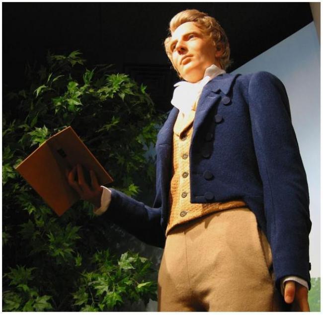 Figura de José Smith que sostiene un ejemplar del Libro de Mormón en La Iglesia de Jesucristo de los Santos de los Últimos Días
