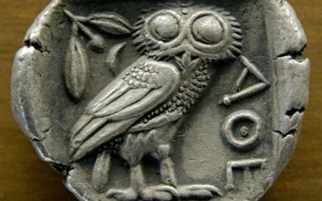 Búho de Miverva / https://en.wikipedia.org/wiki/File:Tetradrachm_Athens_480-420BC_MBA_Lyon.jpg