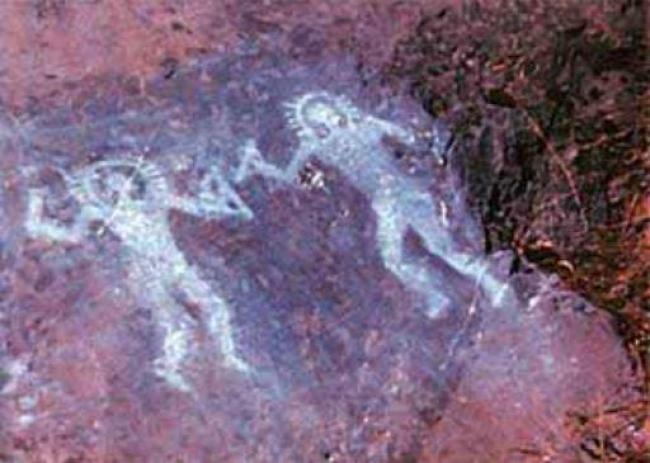 Pintura mural en Val Camonica, Italia... ¿Son humanoides portando escafandras?