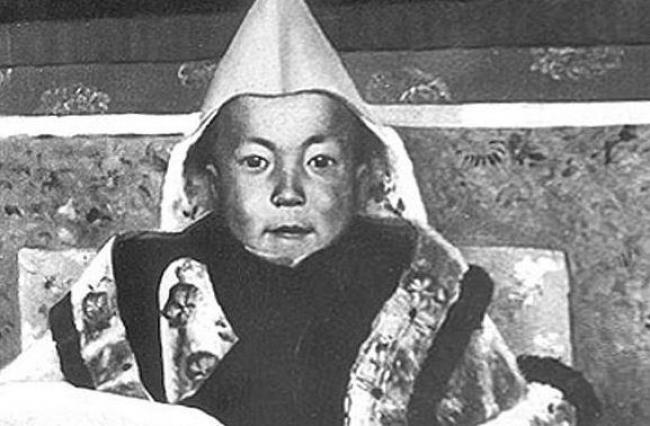 dalai lama/https://commons.wikimedia.org/wiki/File%3ADalai_Lama_boy.jpg