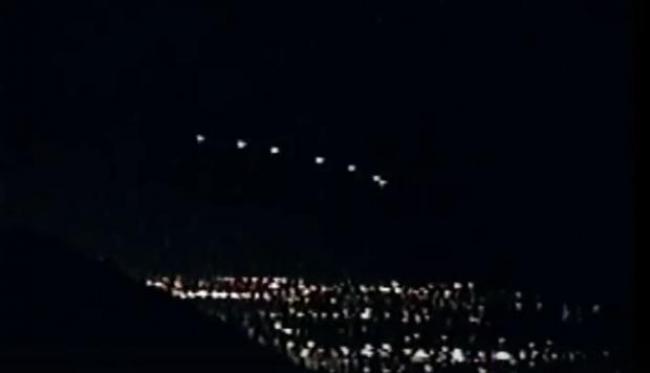Ovnis en la noche / https://www.youtube.com/watch?v=NggbqTVEc7w