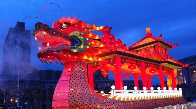 By Laika ac from USA (Dragon) [CC BY-SA 2.0 (http://creativecommons.org/licenses/by-sa/2.0)], via Wikimedia Commons